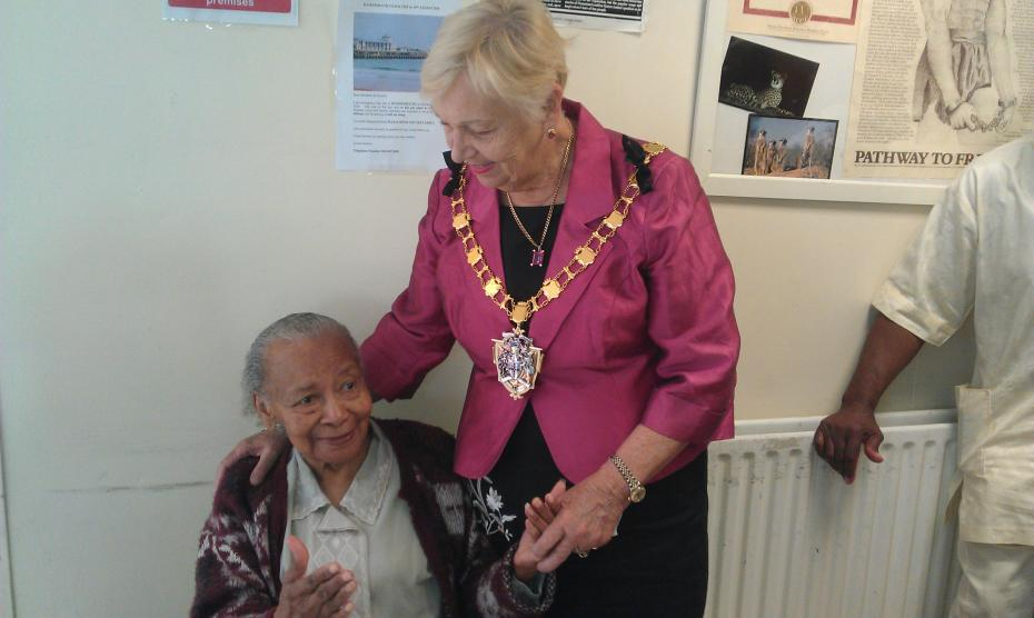 mayor-with-elder-hq-90-imag3009